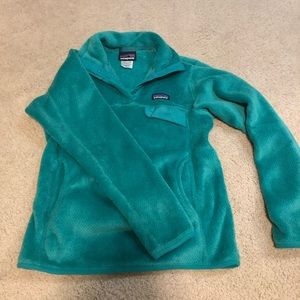Patagonia pull over- green- size small